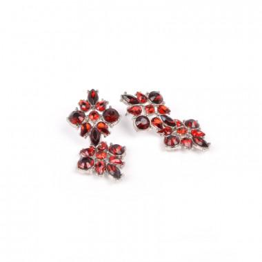 X | náušnice / spojené květy z kamínků / červený tón